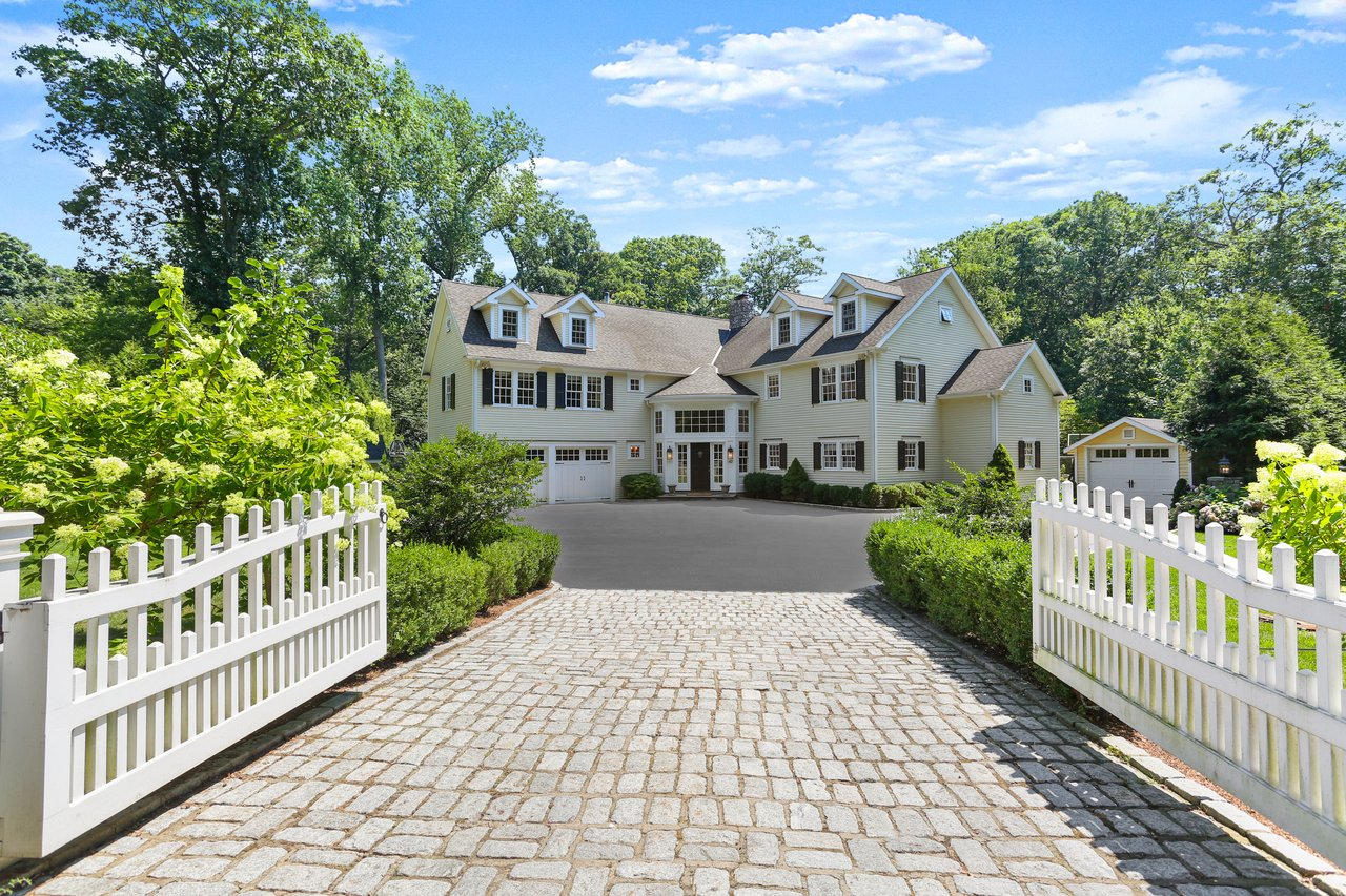 Welcome to 42 Maywood Road in Darien!