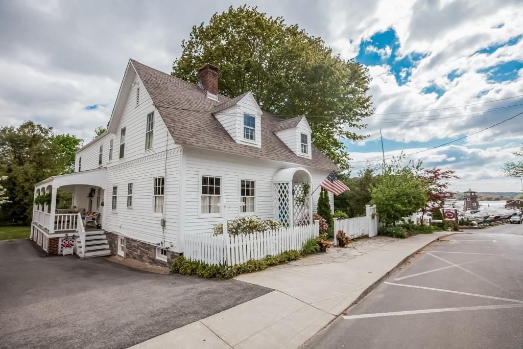 The New Hamptons-Shoreline CT