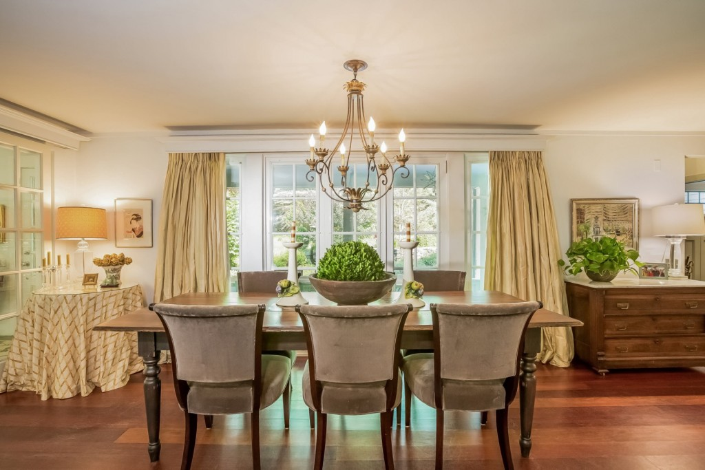 8592796_011-dining_room-1908258-large