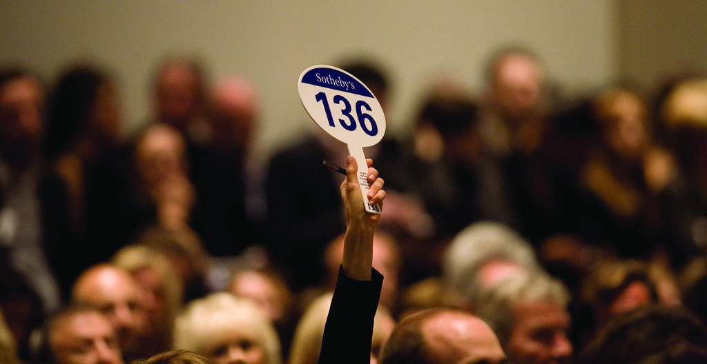 Auction_house-paddle-bid