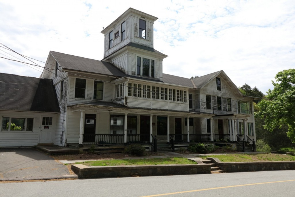 10975886_main_house_front_ext_01